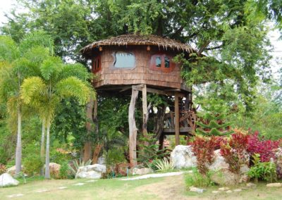Chambre Arbre - vue extérieur hôtel Baan Mama Éléphant Kanchanaburi Thailande