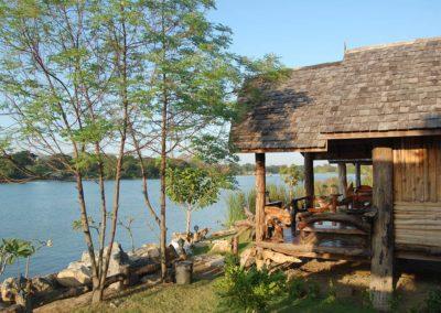 Vue sur la rivière Kwaï des chambres Cabane hôtel Baan Mama Éléphant Kanchanaburi Thailande