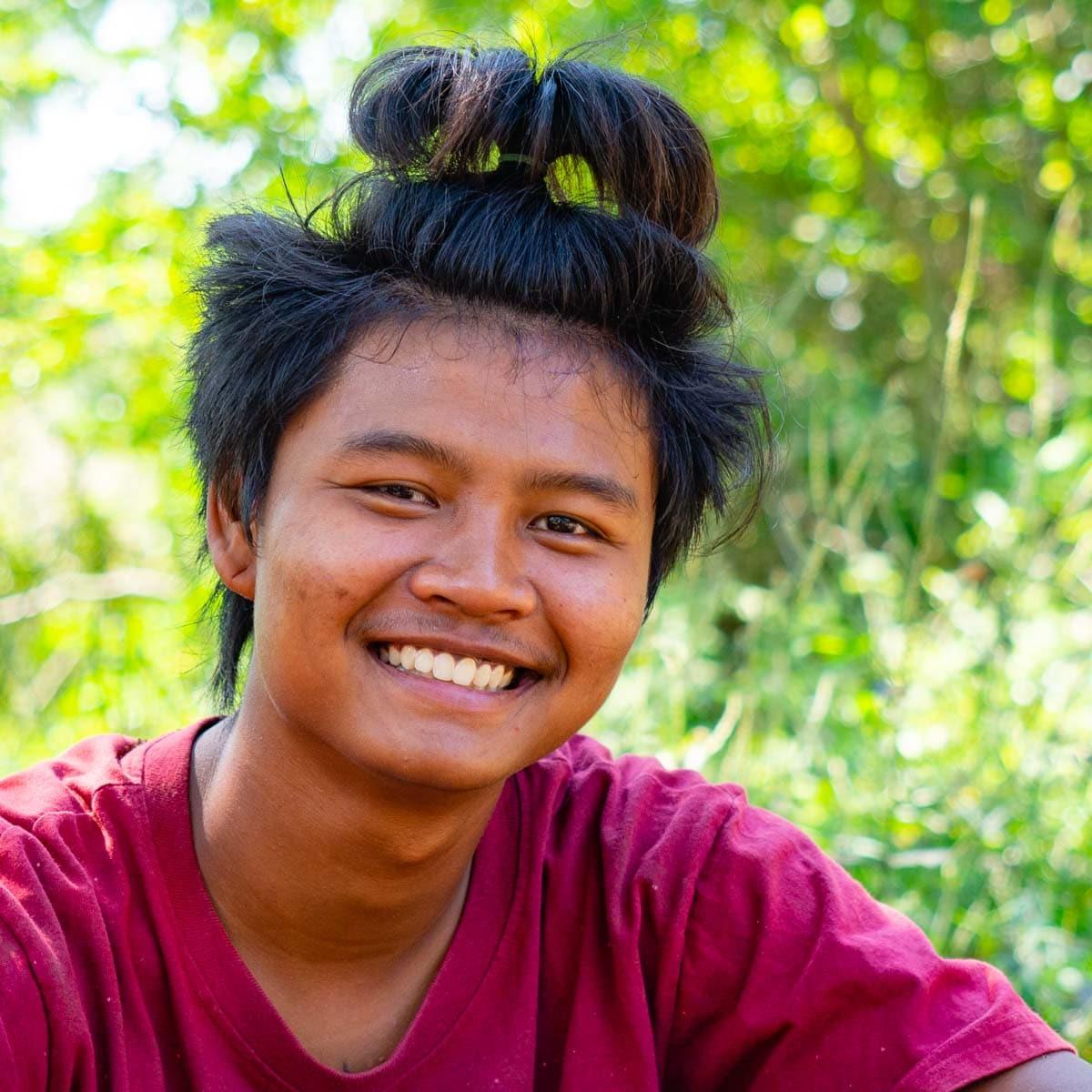 Win, mahout de Tao. Hôtel Baan Mama Éléphant Kanchanaburi Thailande